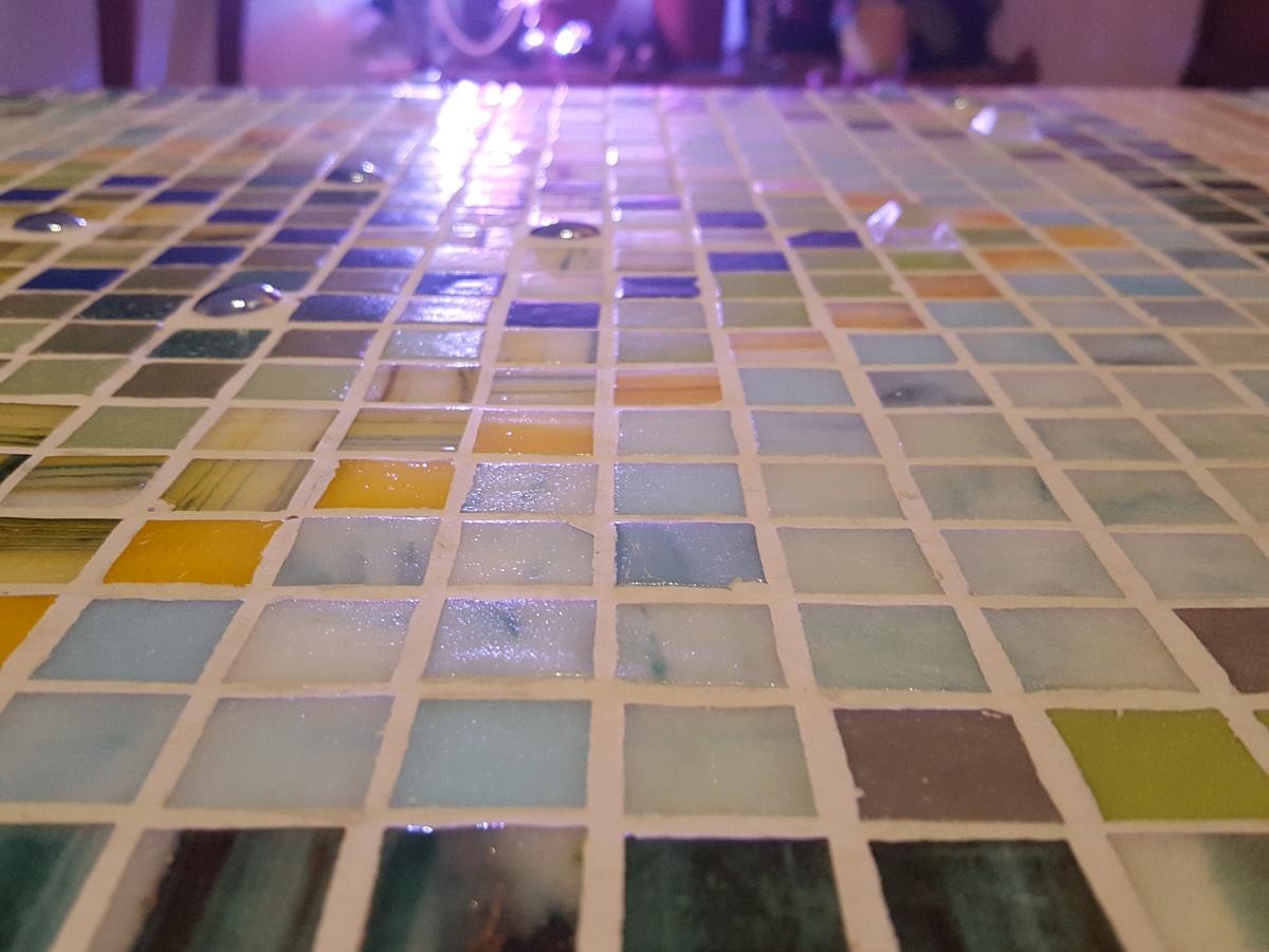 Küchenarbeitsplatte mit Mosaikfliesen