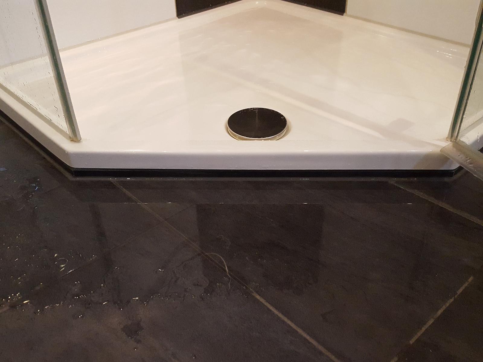nachträglicher Einbau einer bodengleichen Dusche wenn falsch eingebaut spritzt das Wasser