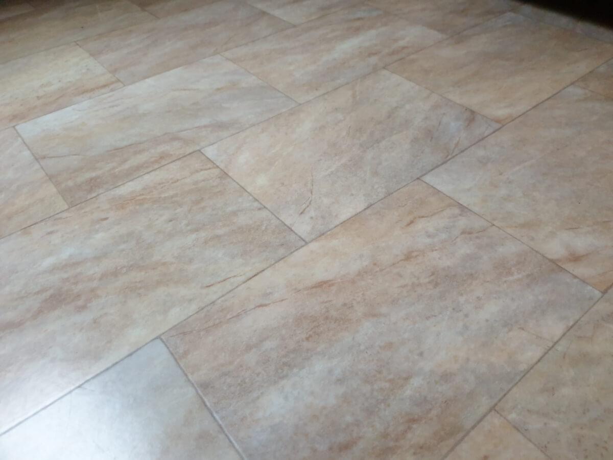 die richtige Bodenpflege von Laminat und Linoleum